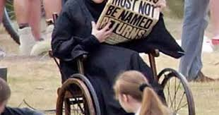 Maggie Smith behind the scenes. She was battling cancer and | Humor at  Repinned.net