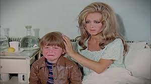 Yumurcak - Filiz Akın ve Oğlu İlker İnanoğlu (1970) - YouTube