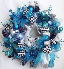 Christmas wreath, pretty but I don't like blue for Christmas.