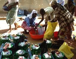 Resultado de imagen de casi todos tienen ropa en sudan del sur