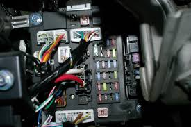 i was pulling fuses trying to locate the fuse for the lighter 2006 mitsubishi outlander fuse box diagram at 07 Mitsubishi Outlander Inside Fuse Box Location