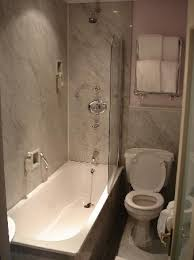 Radisson Blu Edwardian Vanderbilt: Very narrow bathroom