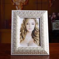 Adornment picture <b>frame</b>