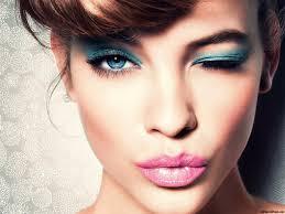 Resultado de imagen para mujeres con maquillaje