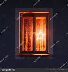 Alte Fenster Mit Leuchtende Weihnachtsstern In Nacht