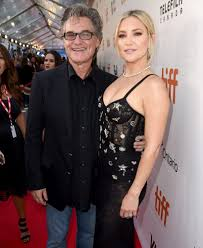 Kurt vogel russell on march 17, 1951 in springfield, massachusetts to louise julia russell (née crone), a dancer & bing russell, an actor. Kurt Russell Kate Hudson Is A Little Different With A Daughter People Com