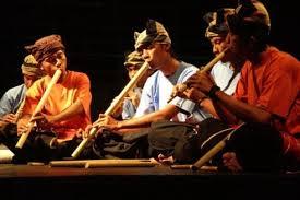 Alat musik india yang memiliki jangkauan nada 2 oktaf dan bentuknya mirip gitar berlengan panjang. Alat Musik Saluang Gambar Jenis Dan 4 Fungsinya Yang Unik Lengkap