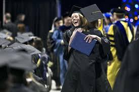 Торжественное вручение дипломов выпускникам Сценарий вручения  вручение дипломов выпускникам