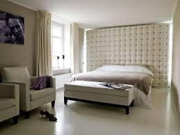 Trotz dieser tatsache fällt es vielen menschen schwer den schlafraum optimal zu gestalten und so die atmosphäre positiv zu beeinflussen. Fotostrecke Hotel Feeling Zu Hause Leder Im Schlafzimmer Bild 22 Schoner Wohnen