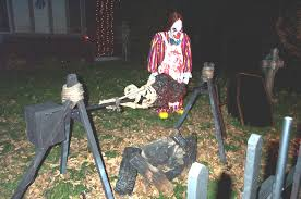 Outdoor Halloween Props 22 Super Easy Halloween Decorations And Crafts You Can Make