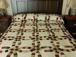 Double Wedding Ring Quilt -- great ably made Amish Quilts from ... & King Size Burgundy, red and sage Double Wedding Ring Quilt Photo ... Adamdwight.com