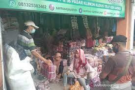 Ratusan kios pasar kliwon ludes terbakar. Transaksi Penjualan Di Pasar Kliwon Kudus Mulai Meningkat Antara Jateng