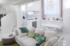 Arredamento salotto grande : 50 17 mq: un piccolo loft total white cose di casa