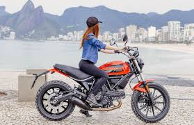 a closer look at the ducati scrambler sixty2 scrambler
