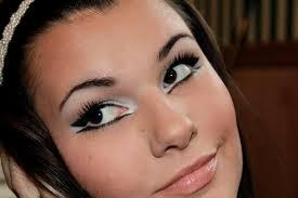 dramatic cat eye makeup