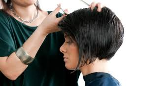 Dámský Střih Krátkých A Polodlouhých Vlasů Po Ramena Nechte Se