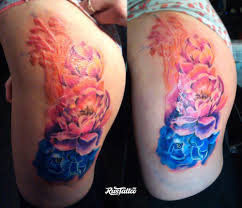 фото татуировки пионы в стиле акварель татуировки на бедре