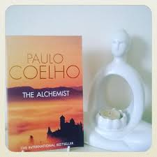 die besten the alchemist book review ideen auf der review the alchemist by paulo coelho