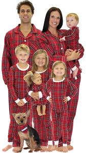 Family Christmas Photos Best 25 Matching Family Christmas Pajamas Ideas On Pinterest
