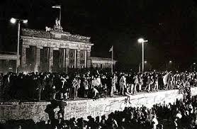 Resultado de imagen para imagenes caida del muro de berlin
