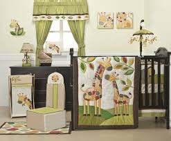 image of giraffe nursery bedding and decor