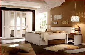 Prima Welche Wandfarbe Passt Zu Einem Beigen Bett Braunem Und