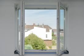 Ausblick Durchs Fenster Ohne Einen Pfosten In Der Mitte