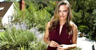 While alicia silverstone had already starred in both a film and several music videos in the early '90s, it was her work in the 1995 surprise hit clueless that made her a bona fide star. Alicia Silverstone Was Body Shamed For Batman Robin Role Los Angeles Times
