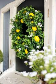 front door decor summer15 DIY Wreaths to Decorate Your Front Door This Summer