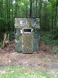 diy tree stand this ground blind is made from a orchard owners discarded apple bins i flip one upside dow on the other build a pitched roof on the upper