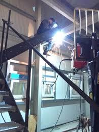 Sie haben die wahl zwischen vorgefertigten bausätzen aus den verschiedensten materialien oder dem kompletten eigenbau. 30 Treppenbau Stahltreppe Treppe Selber Bauen Ideen Treppenbau Stahltreppen Treppe