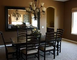 Featured Image of Traditional Dining Room With Big Mirror