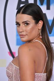 minimalism with a glossy extra highlighted plexion just look how gorgeous lea michele s glow is focus on lighting up the high points of your face