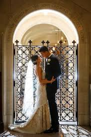 lisa and ryan s old courthouse cleveland wedding courthouse wedding photos wedding pics wedding enement