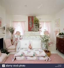 Bodenkissen Patchwork Gesteppt Und Zimmerpflanzen Im Schlafzimmer