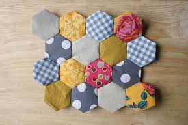 BYOV: bring your own vegetables: How To: Easy Hexagon Quilt Top ... & Tutorial: Hexagon Quilt Top Piecing Adamdwight.com