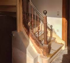 Vor dem verlegen ist es wichtig, die stufen gründlich zu reinigen und vorzubereiten. Renovierung