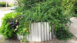 build a corrugated metal raised bed