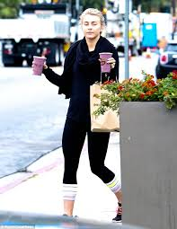 smoothie run makeup free julianne hough 27 recovered from a late night