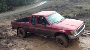 4x4 Toyota pickup offroad - YouTube