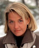 Namn: Kristin Kaspersen Ålder: Nyss fyllda 30 (född den 30 september 1969 i Oslo) Yrke: Programledare Bor: I Sollentuna utanför Stockholm - kristin