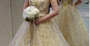 大人花嫁にこそ着てほしいゴールドのカラードレスで夢のような1日を