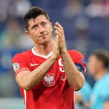 Sinh ngày 21 tháng 8 năm 1988) là một cầu thủ bóng đá chuyên nghiệp người ba lan hiện đang chơi ở vị trí tiền đạo cắm cho câu lạc bộ bayern münchen của bundesliga và là đội trưởng của đội tuyển bóng. Bayern Munich S Robert Lewandowski Will Definitely Benefit From The Extra Rest Bavarian Football Works