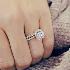 cushion cut diamond enement rings