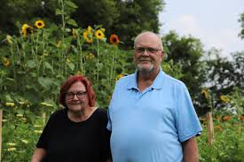 Couple turns backyard into a flowery business in Mountain Home