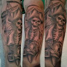 скелет пират с мечом тату на голени у парня добавлено иван