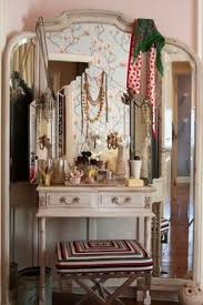 fabulous elegant enormous mirror behind a charming vanity mirror really beautiful lots charming makeup table mirror lights