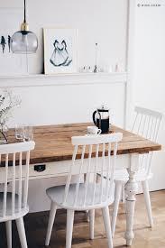 Esszimmer Weiße Stühle Brauner Tisch Tischbeinen Weiss