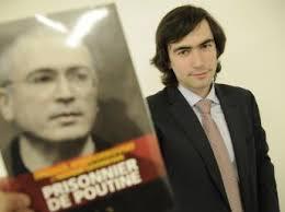 Павел Ходорковский передал Аун Сан Су Чжи письмо своего отца. <b>Mathieu Molard</b> - khodor%2520jr