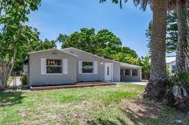 """Sand and Vino"""" a fully renovated beach home - Houses for Rent in Redington  Beach, Florida, United States"""